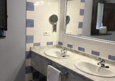 www.casasruralelpinardelabastida.es-finca-pinar-bastida-toledo-casa-olmo-baño-1