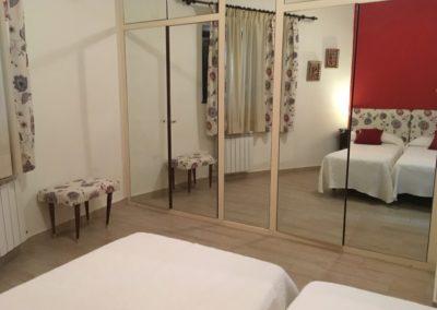 www.casasruralelpinardelabastida.es-finca-pinar-bastida-toledo-casa-olmo-habitacion-3-espejos