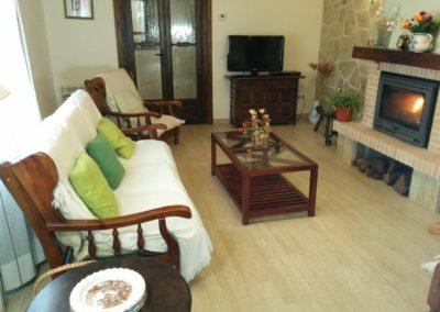 www.casasruralelpinardelabastida.es-finca-pinar-bastida-toledo-casa-olmo-salon-sofas